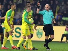 La Ligue 1 le quitó la segunda amarilla a Diego Carlos. AFP