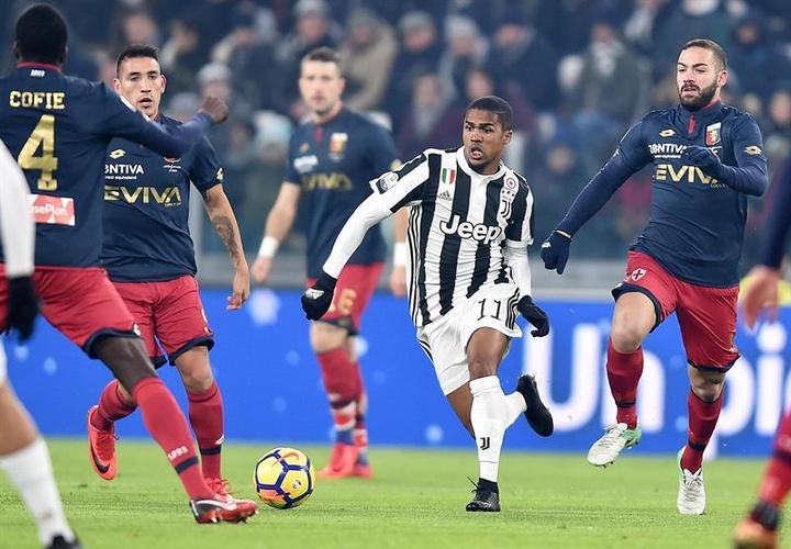 Douglas Costa no Grêmio? Ignorado pelo Bayern, brasileiro é posto à venda pela Juventus. EFE/Arquivo