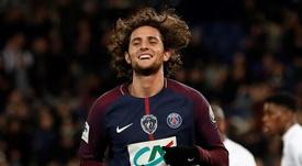 El centrocampista francés sigue en la órbita del Barça. EFE