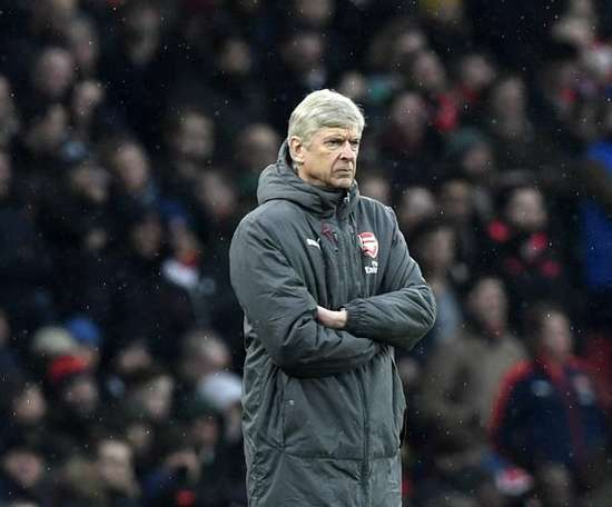 Arsene Wenger has a habit of selling to rivals. EFE