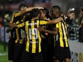 Peñarol alzó este viernes la primera Supercopa de la historia de Uruguay. EFE