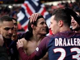 Edinson Cavani celebra o record e mais gols no PSG