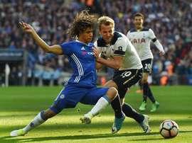 El Chelsea tiene una opción de recompra por Nathan Aké. EFE/EPA