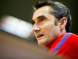 Treinador do Barcelona não coloca a hipótese de perder Iniesta. EFE