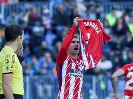 El Alzira jamás olvidará el gesto del Atlético con el 'Cholito'. EFE
