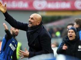 Spalletti fell victim to a harmless prank by Gomez. EFE