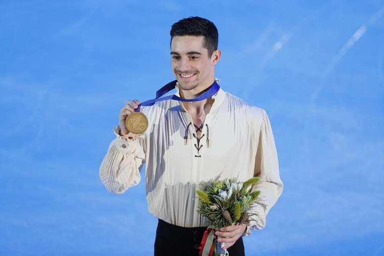 El patinador español Javier Fernández celebra la medalla de oro conseguida en la competición individual masculina del Campeonato de Europa el pasado 19 de enero del 2018. EFE/Archivo
