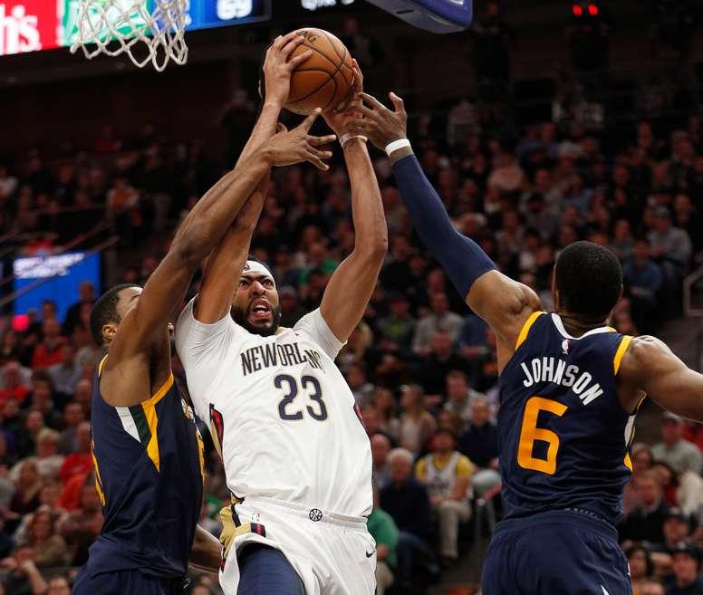 Davis (c) acabó como líder del ataque de los Pelicans tras conseguir 38 puntos (14-24, 3-6, 7-7), 10 rebotes --nueve defensivos-- y poner dos tapones, que ayudaron al equipo de Nueva Orleans a ganar 11 de los últimos 12 partidos que han disputado contra los Pistons. EFE/Archivo