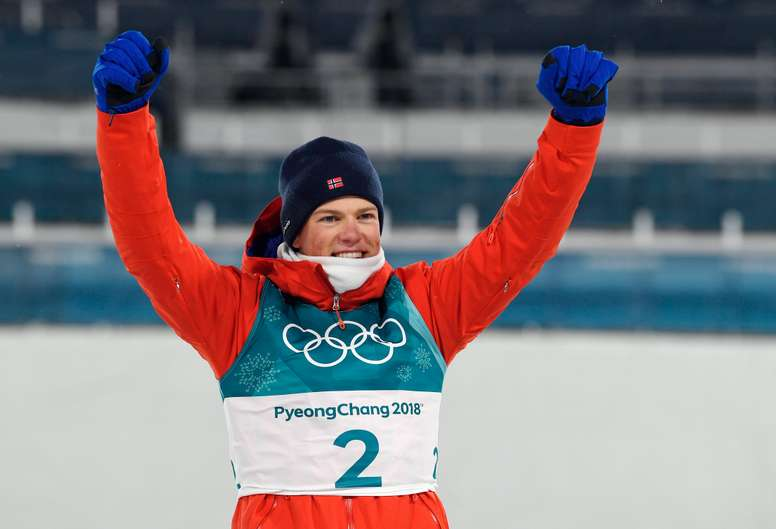 El fondista noruego Johannes Hoesflot Klaebo, de 21 años, logró este martes en el esprint de estilo clásico de los Juegos de PyeongChang (Corea del Sur), en lo que hace su debut, su primer oro olímpico. EFE