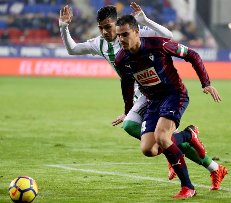 Barcelona amplia su sólido dominio en Liga española de fútbol