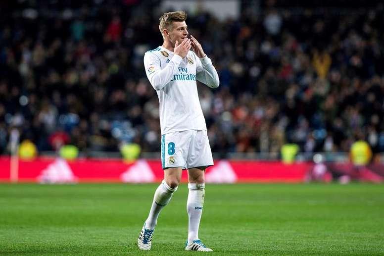 Toni Kroos tranquiliza Zidane. EFE