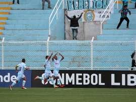 Real Garcilaso se impuso a Santos por 2-0. EFE