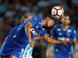 Henrique, volante do Cruzeiro, sofreu ferimentos leves em acidente de carro. EFE