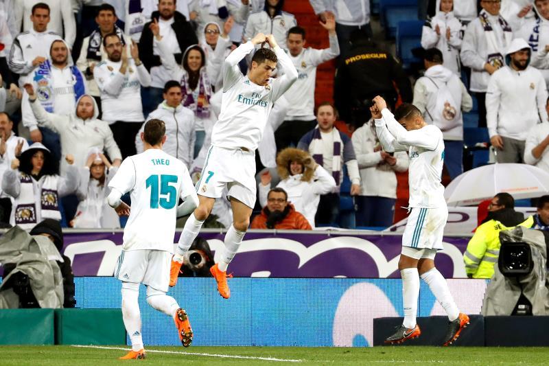 Dani Alves le dejó un ´recuerdito´ a Cristiano Ronaldo