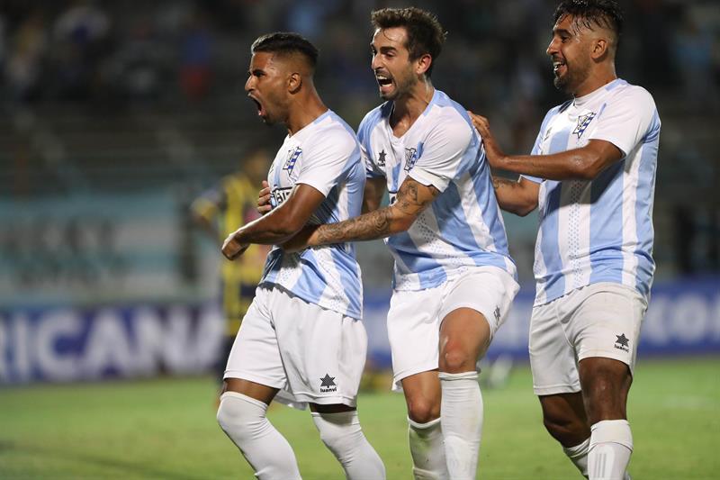 Cerro festeja pasaje a segunda fase de Sudamericana eliminando a Sport Rosario