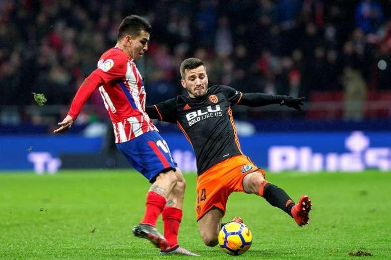 Correa se ha convertido en todo un experto en marcar al Valencia. EFE
