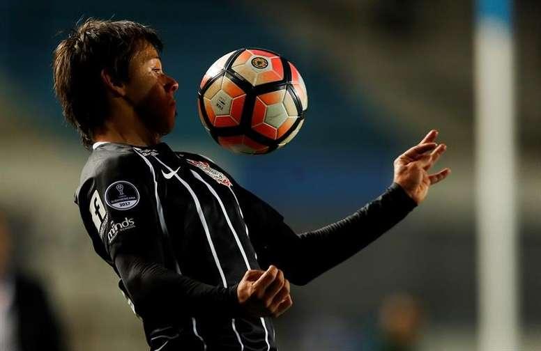 El jugador de Corinthians recibió críticas por desvelar ser víctima de xenofobia. EFE/Archivo