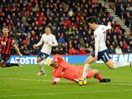 Asmir Begovic in action for Bournemouth against Heung-Min Son. EFE