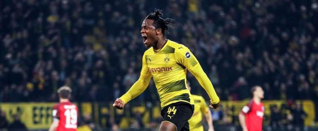 'Michygol' Batshuayi voltou a ajudar o Dortmund a vencer. EFE