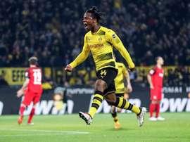 O Dortmund bateu o Stuttgart por 3-0. EFE