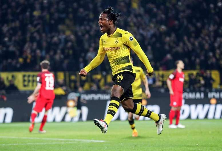 Batshuayi has hit form since joining Dortmund. EFE
