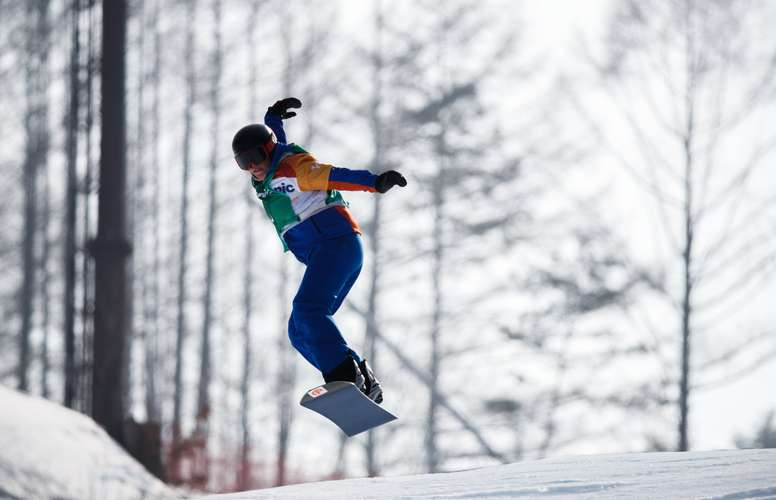 Fotografía facilitada por el COI que muestra a la española Astrid Fina Paredes en acción durante la prueba de snowboard cross celebrada en el centro Jeongseon durante los Juegos Paralímpicos de Invierno que se celebran en PyeongChang, Corea del Sur, hoy, 12 de marzo de 2018. EFE