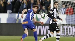 Coruñeses y valencianos se jugarán la permanencia en este final de temporada. EFE