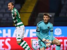 Bas Dost anotó los dos goles del Sporting ante el Chaves. EFE