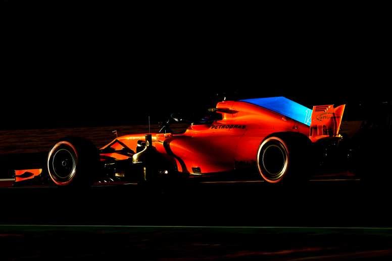 El piloto español de McLaren, Fernando Alonso, durante la cuarta y última jornada de la segunda tanda de entrenamientos oficiales de pretemporada de formula uno, la semana pasada. EFE