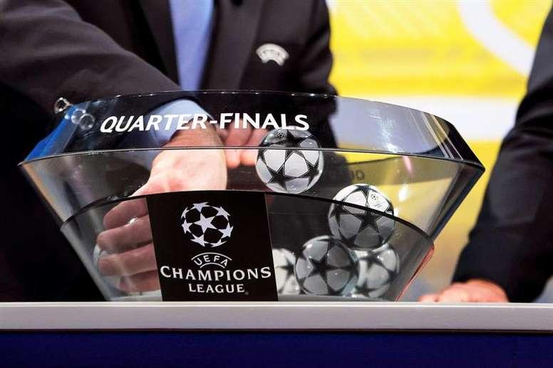 Una norma de la UEFA se antepuso a la suerte de las bolas en el United-Barça. EFE