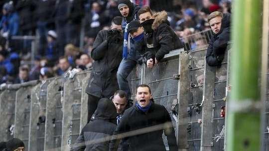 Los enfrentamientos entre ultras del Hamburgo y del Hertha dejaron al menos nueve heridos. EFE/EPA
