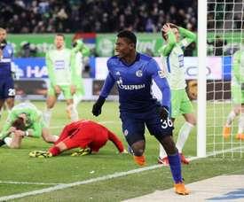 El Schalke retrasó el alirón liguero con una victoria por la mínima. AFP