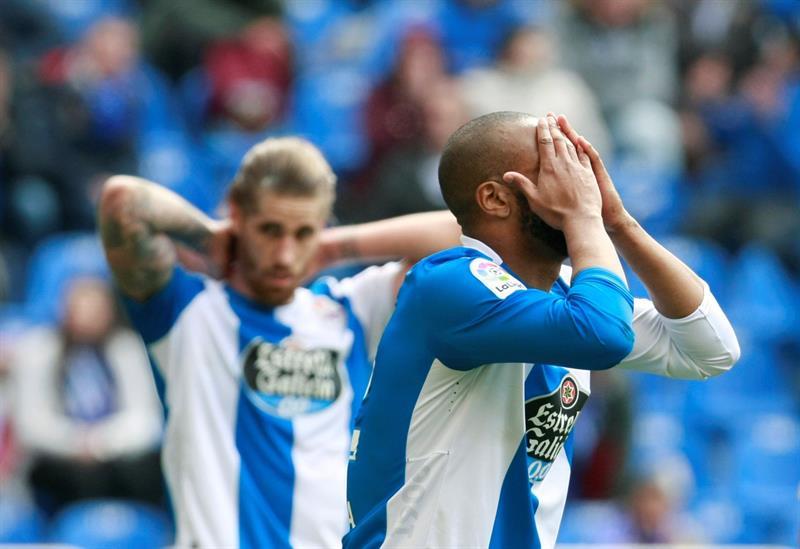 La Coruña vence 3-2 a Málaga y quiere evitar el descenso