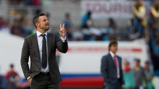 Rafael Puente no puso excusas tras encajar cuatro goles del Club León. EFE/Archivo