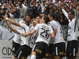 A venda de Paulinho ai futebol chinês fará o Corinthians rir à toa. EFE/Archivo