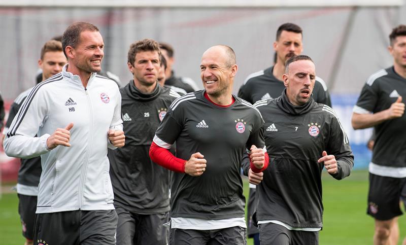 Siguiente Artículo Artículo previo Pin El Bayern recibe la visita del Gladbach. EFEWhatsappTwitterFacebookComentarios 0