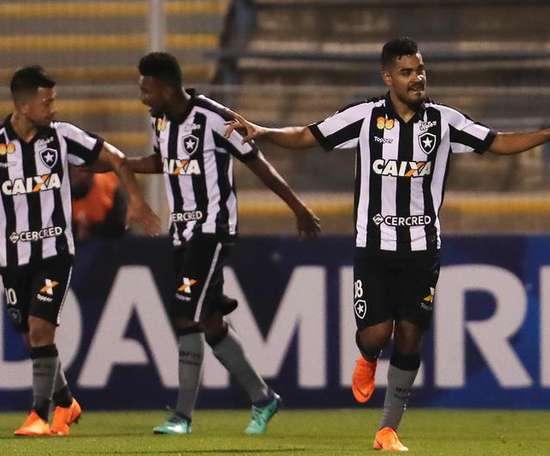 O Botafogo ganhou ao Grêmio por 2-1. EFE