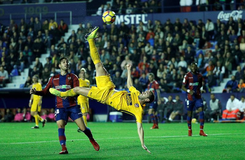 Atlético Madrid gana y mantiene diferencias con el Barcelona