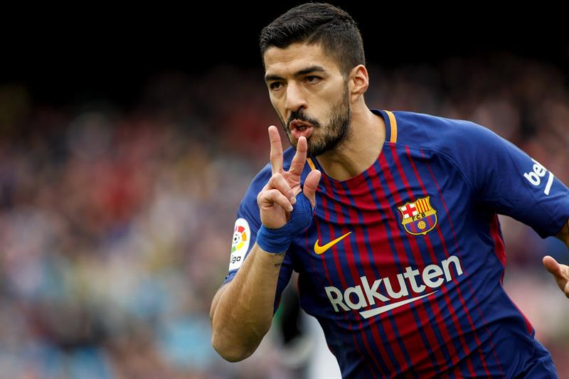 Suárez da bienvenida a Griezmann en Barca