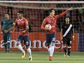 El equipo boliviano reaccionó a los goles iniciales. EFE