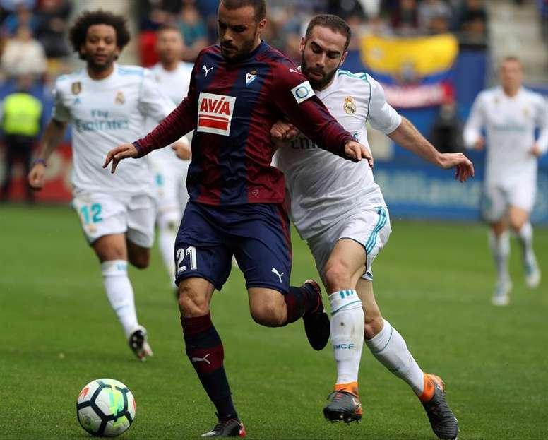 Pedro León seguirá dos temporadas más en el Eibar. EFE/Archivo