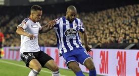 Sidnei aprieta para salir del Deportivo. EFE