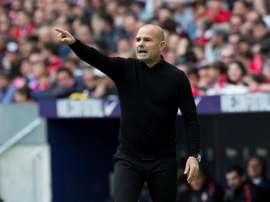 El técnico del Levante, con todos para un partido que puede ser casi determinante. EFE
