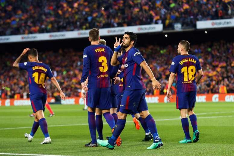 Luis Suarez doubled Barca's lead in the first half. EFE