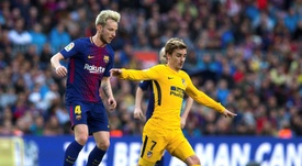 Rakitic (L) could soon be making the switch to Atletico Madrid. EFE