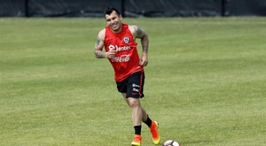Marseille have seen an offer for Gary Medel turned down. EFE