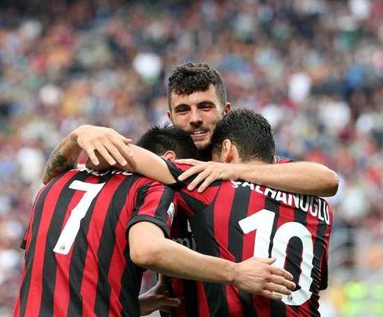 Festejo da equipa do Milan após marcar o 5º golo. EFE