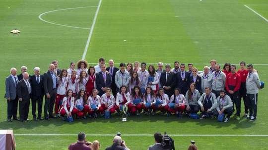 Las jugadoras de la Selección Española recibieron un merecido homenaje. EFE