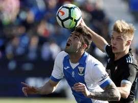 Diego Rico (i) gusta en la Premier. EFE/Archivo