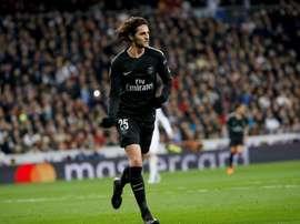 Thiago Silva cree que el PSG puede olvidarse de la continuidad del centrocampista. EFE